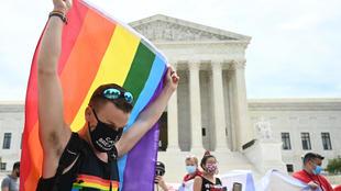 Суд в Японии признал неконституционным запрет на однополые браки